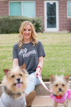 Dog mama t-shirt | Lush Fashion Lounge. The perfect trendy graphic t-shirt for any proud dog mom!