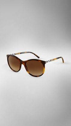 Burberry>Amber tortoise shell acetate sunglasses with elegant cat-eye frame