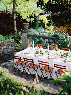 Inviting outdoor wed