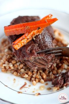 Beef cheeks cooked slowly with buckwheat and caramelized carrot - Lady housewife Beef Recipes, Recipies, Beef Cheeks, Polish Recipes, Polish Food, Buckwheat, Carrots, Caramel, Meat