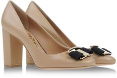 SALVATORE FERRAGAMO Closed toe