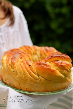 Wreath bread with cheese