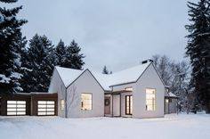 Glimpse of Scandinavian Modern House Maybe now you are looking for the idea of building a house that you will build. Layouts Casa, House Layouts, Modern Farmhouse Exterior, Modern Farmhouse Style, Farmhouse Small, Farmhouse Design, Exterior House Colors, Exterior Design, Exterior Doors