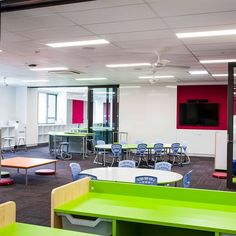 St. Christopher's Catholic School in Sydney Australia wanted to make the learning active and visible in their new innovative learning building. With lots of different table heights with writable surfaces, the students and teachers love their dynamic learning spaces. #visiblelearning #whiteboardtables #fleixbleseating #innovativelearningspace #learningspacedeisgn #classroomdesign #schooldesign #Furnware Steam Learning, Visible Learning, Modular Table, Modular Furniture, Learning Spaces, Learning Environments, Classroom Design, School Classroom, Cracked Wallpaper