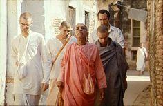 Dandavats   Srila Prabhupada's Equal Vision