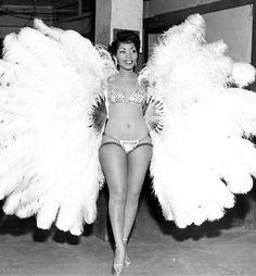 Jean Idelle was one of the first black burlesque dancers. Most known for her fan dance performances in which she adorned herself in white ostrich feathers, Idelle raked in a whopping $12,000 a year ($104,000 present day).