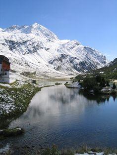 """Ischg, Österreichl: großes und abwechslungsreiches Skigebiet, 90% der Pisten liegen höher als 2.000 Meter, Event-Highlight: """"Top of the Mountain""""-Konzerte. Mehr Infos im Skiführer auf snowplaza.de"""