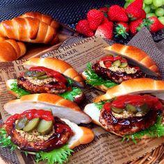 これも⁺✧.(˃̶ ॣᵕ ॣ˂̶∗̀)ɞ⁾⁾ パン作りの上手な お友達からいただいたパン パンの大きさに合わせて ハンバーグを作って はさみました〜〜〜❤️ - 280件のもぐもぐ - ハンバーガー٩(◜ᴗ◝ )۶ by ran2ran