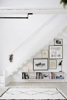Nice use of Art in space under stairs! Domino magazine shares storage tips for the space under the stairs. How to decorate the empty space under the stairs. Elle Decor, Style At Home, Home Deco, Space Under Stairs, Open Stairs, Under The Stairs, White Stairs, Under Staircase Ideas, Floating Stairs