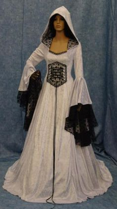 ~~~~~ Mittelalter Kleid ~~~~~Artikeldetails:Kleid aus England, in Handarbeit gefertigtmit Spitze und Kapuzenormale PassformFarbe: Weiß mit schwarzen Spitzeaus SamtGröße: M 38NeuAbholen in Jena oder auch Versand gegen Aufpreis