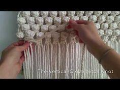 Clove Hitch Knot, Weaving Loom Diy, Knitting Squares, Knit Rug, Macrame Wall Hanging Diy, Macrame Tutorial, Macrame Projects, Macrame Patterns, Macrame Jewelry