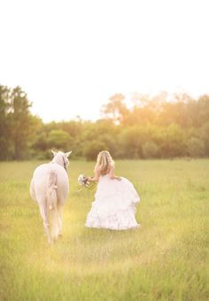 So pretty! #bride + #horse See more from Sweet Violet Bride