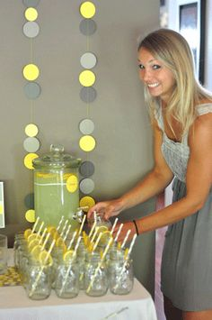 http://www.herecomesbaby.co.uk/wp-content/uploads/2012/07/Yellow-Grey-Baby-Shower-1.gif