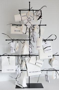 stylish christmas in black & white | Advent calendar . Adventskalender . calendrier de l'avent | Design & Photo: Gudrun Arndt @ Fotosache Arndt |