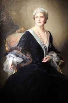 Queen Marie of Romania (born Princess Marie of Edinburgh) wears her mother's diamond fringe tiara in a portrait by Philip de László; the tiara was sold by Marie's daughter, Queen Maria of Yugoslavia, in 1960
