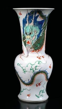An extremely rare famille verte dragon yenyen. China, Kangxi period © 2010 Nagel - Auctions