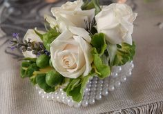 How to Make a Wristlet Corsage #DIY #weddings #floraldesign