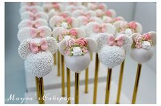 Minnie Maus Cake Pops, Bolo Minnie, Mickey Mouse Cupcakes, Mickey Cakes, Mini Mouse Cake Pops, Minnie Mouse Theme Party, Minnie Mouse First Birthday, Mickey Birthday, 2nd Birthday