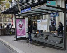 Street marketing : Abribus distributeur de Tic-Tac gratuits