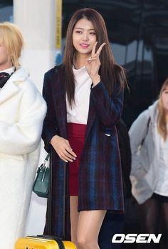 IOI Shows Their Winter Fashion at Airport Terminal South Korean Girls, Korean Girl Groups, Ioi Nayoung, Airport Style, Airport Fashion, Airport Photos, Winter Stil, Korean Entertainment, Korean Celebrities