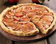 Tarte aux pommes, spéculoos et confiture d'abricots : http://www.cuisineaz.com/recettes/tarte-aux-pommes-speculoos-et-confiture-d-abricots-76008.aspx