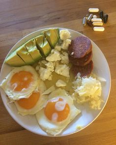 First meal of the day  #breakfast #nutrition #ketosis #keto #diabetictype1 #type1diabetic #lchf #lchfstyle #lavkarbo #lowcarb #lowcarbhighfat #paleo #paleolife #paleofriendly #insulinfri #foodporn #jerf #nrkmat #matprat #frokost #organic #loveeggs #supplements #vitaminer by ninahus