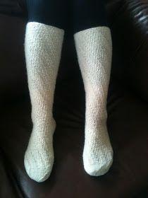 Sokker uten hæl med god passform og som er svært enkle å strikke. Garn: Silja - Sisu Pinner: 3 mm  ( Det er lurt å sette mer...