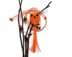 Neon orange macramé owl pendant presented as an adjustable necklace, so you can use long or short.    Size:  - Necklace length: 45 cm/17,55 (total 90
