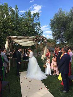 Burgundy Wedding, Lace Wedding, Wedding Dresses, Italy Wedding, Table Decorations, Fashion, Bride Dresses, Moda, Bridal Gowns