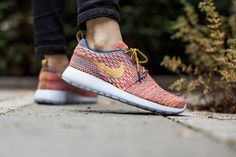 NIKE WMNS ROSHE ONE FLYKNIT BRGD BL/DRK CTRN-SNST GLW-HYPR available at  www.tint-footwear.com/nike-wmns-roshe-one-flyknit-402 nike rosherun roshe one roshes multicolor flyknit  sneaker tint footwear studio munich