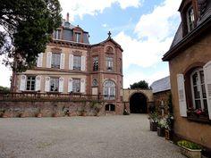 Château de Froeschwiller►►http://www.frenchchateau.net/chateaux-of-alsace/chateau-de-froeschwiller.html?i=p