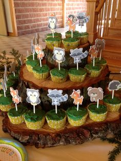 Woodland animal baby shower decorations ideas luxury woodland baby show Baby Shower Cupcakes For Boy, Cupcakes For Boys, Baby Girl Shower Themes, Baby Shower Cookies, Baby Boy Shower, Shower Cake, Jungle Cupcakes, Duck Cupcakes, Green Cupcakes