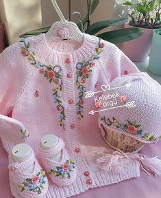 Dress Patterns For Little Girls Winter Crochet Flower Patterns, Baby Patterns, Dress Patterns, Owl Knitting Pattern, Knitting Designs, Knitted Baby Clothes, Baby Hats Knitting, Crochet Baby Jacket, Knit Crochet
