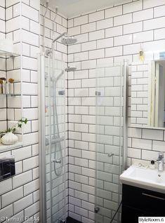 kylpyhuone,mustavalkoinen,tiililadonta,lasiovet,hüppe