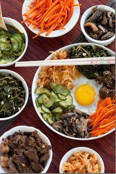 I MISS Bibimbap = (I'd use cauliflower) rice + beef + veggies + egg. As much fun to eat as it is to say! Asian Recipes, Beef Recipes, Real Food Recipes, Cooking Recipes, Healthy Recipes, Ethnic Recipes, Korean Dishes, Korean Food, Clean Eating