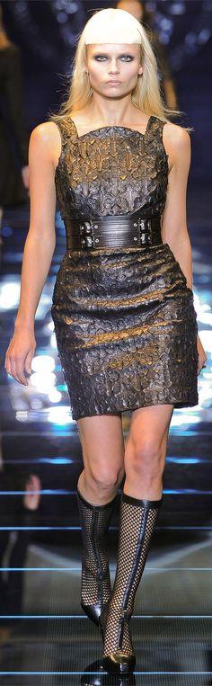 ✜ Versace MILAN FW 2012 ✜ http://www.vogue.it/en/shows/show/collections-fall-winter-2012-13/versace/4