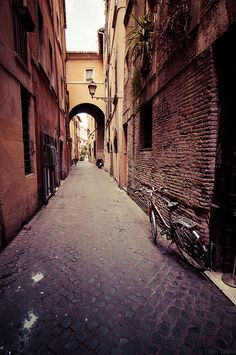 Ooh I remember this street so well! Used to pass it every week when I lived in #Rome! Miss that city!
