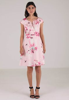 379c976049f37 1311 Best Outfits images in 2019   Floral prints, Flower prints ...
