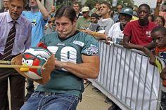 Eagles tackle Todd Herremans pulls the slingshot taut to fire the \ Crazy Jokes, Philadelphia Eagles Football, Love Park, New Mobile, Slingshot, Game App, Humor, Tuesday, Humour