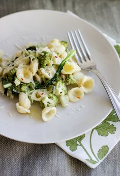 Orecchiette con Broccoli by emikodavies: A simple dish from Puglia in Southern Italy, traditionally always prepared with orecchiette pasta, little ear-shaped rounds of pasta. #Pasta #Broccoli