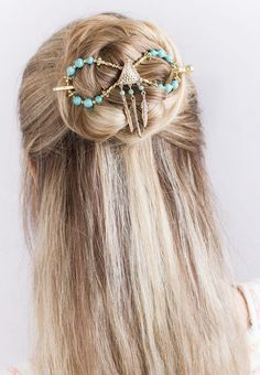 Chenoa Flexi Clip, will be released off for Black Friday! Fun hair accessories that create a beautiful hair style! Medium Length Hair Up, Prom Hair Medium, Headband Hairstyles, Up Hairstyles, Pretty Hairstyles, Hair Up Styles, Medium Hair Styles, Headbands For Short Hair, Christmas Hairstyles