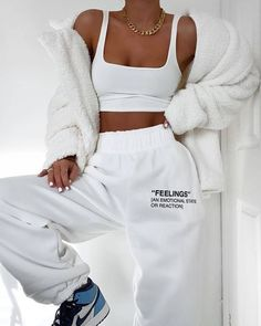 missy empire Martha Cream Teddy Faux Fur Coat Source by selinesaadoun lazy outfits Cute Lazy Outfits, Teen Fashion Outfits, Retro Outfits, Cute Casual Outfits, Look Fashion, Stylish Outfits, Fall Outfits, Cute Outfits With Sweatpants, Korean Fashion