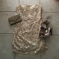 """NWT Beautiful evening dress This gorgeous dress is NWT. So delicate and offers a lot of support for the bust. Material is not stretchy, total length is 29"""". Make me an offer or bundle to save! Adrianna Papell Dresses Mini"""