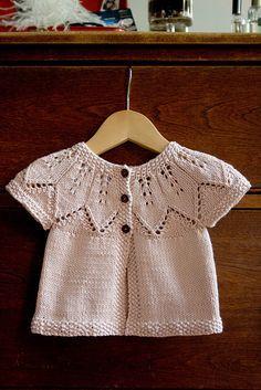 Patrón de punto libre para las hojas de otoño bebé cardigan suéter y más cardigans bebé patrones de punto