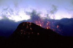 Première activité du volcan Piton de la Fournaise en 2017.  https://www.hertzreunion.com/reunion/premiere-eruption-du-piton-de-la-fournaise-cette-annee_11995