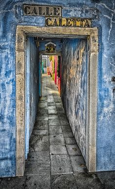 Calle Caletta in Burano, Veneto | Italy