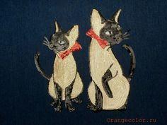 Комплект-аппликация Кошки из 2 элементов, вышивка паетками на флизелине с клеевой основой. Размеры большой кошки 26 см х 13 см, малой кошки 23 см х 13 см.