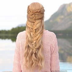 Fishtail tiebacks into a mermaid braid In love with the soft colours in this picture!