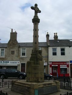 Tranent War Memorial stands in the High Street in a simple wrought-iron enclosure. From 1923, it was made from sandstone, by Alexander Carrick, sculptor, with Arts and Crafts details. On its south side is a carving of a mother pelican feeding her young - a symbol of sacrifice. There is also a variety of floral and sylvan carvings and a thistle wreath.
