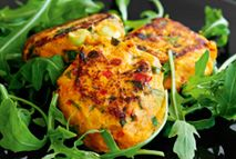 This street food snack of spicy chickpea and potato cakes can be found throughout the length and breadth of India. Usually fried, here they are baked for a healthy, delicious starter. Healthy Eating Recipes, Healthy Snacks, Vegetarian Recipes, Cooking Recipes, Vegetarian Dinners, Healthy Dinners, Slimming World Starters, Syn Free Snacks, Chickpea Patties